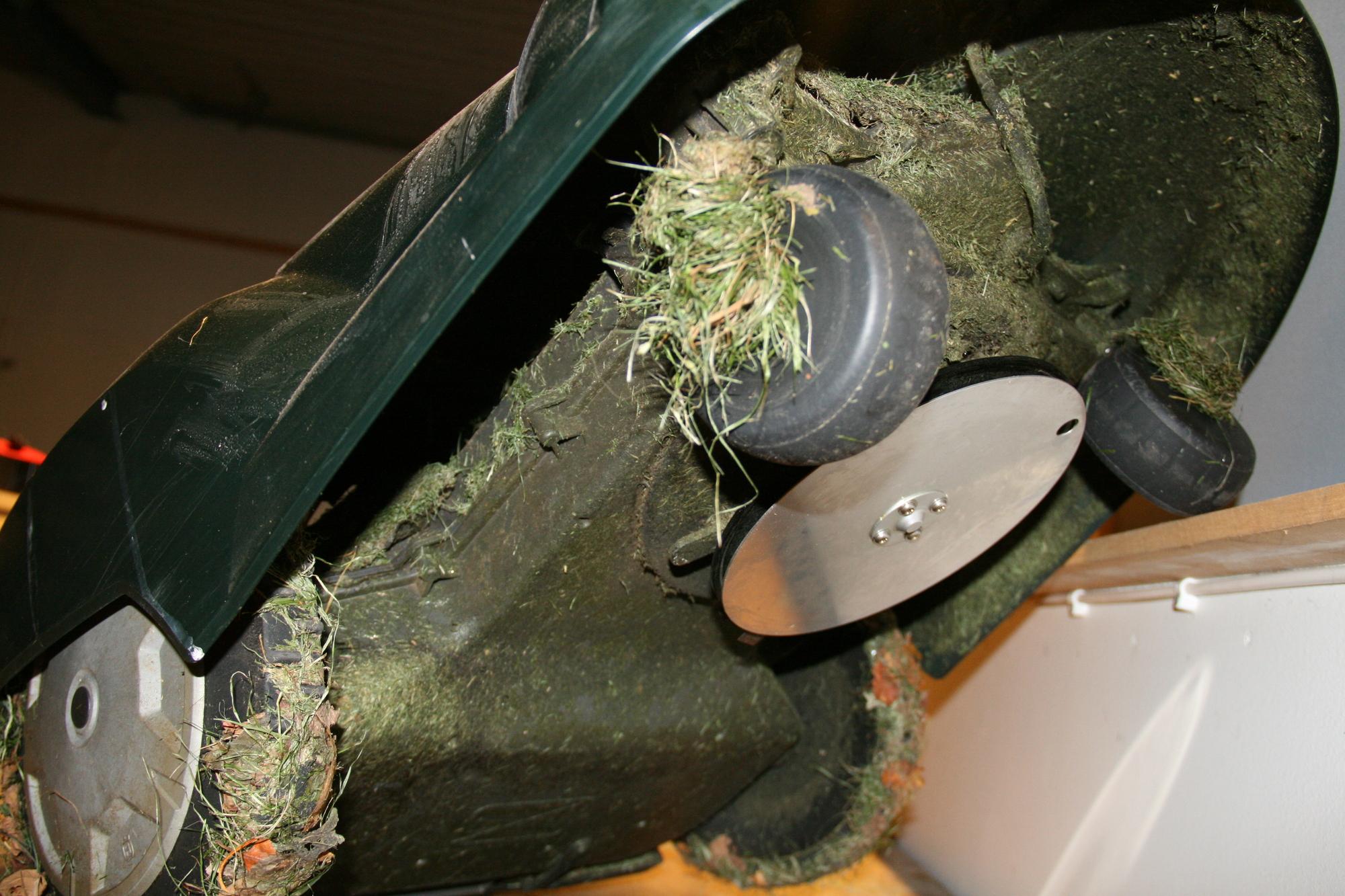 Dags för service och underhåll av din Husqvarna Automater. Vi utför knivbyte och vinterförvarar din gräsklippare.