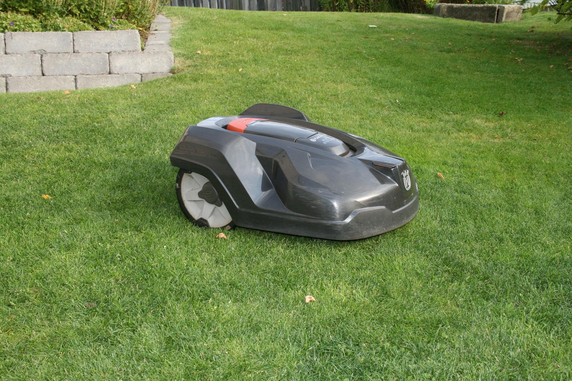 Med service och underhåll är din Husqvarna Automower redo för en lång säsong på gräsmattan